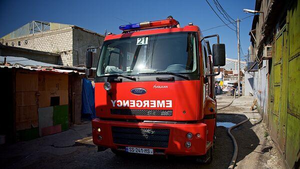 Ликвидация пожара на складе у Дезертирского рынка - Sputnik Грузия