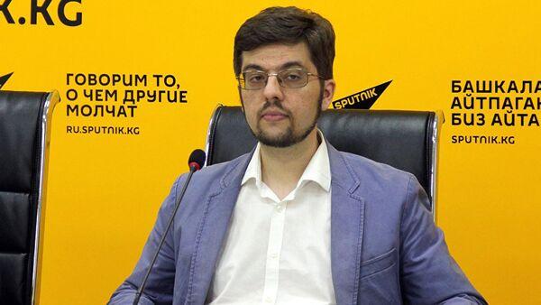 Директор Евразийского аналитического клуба Никита Мендкович в мультимедийном пресс-центре Sputnik Кыргызстан - Sputnik Грузия