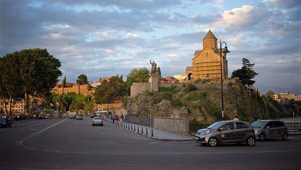 Памятник Вахтангу Горгасали и Метехская церковь в историческом центре Тбилиси - Sputnik Грузия