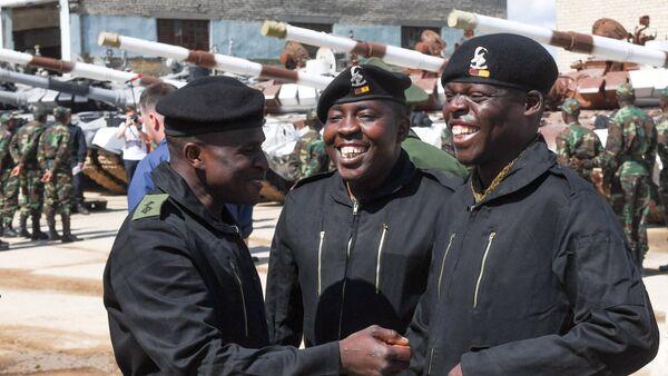 Участники команды Зимбабве перед началом репетиции международного этапа конкурса Танковый биатлон Армейских международных игр - Sputnik Грузия