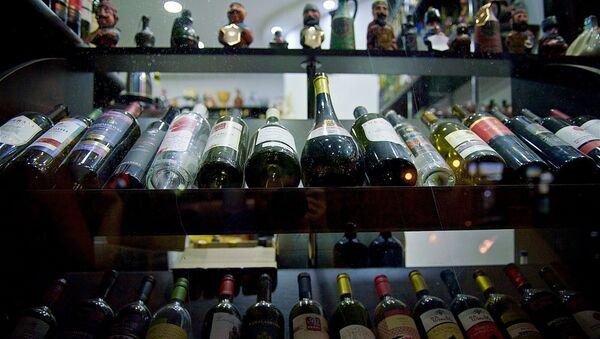 Грузинские вина на полке в магазине - Sputnik Грузия