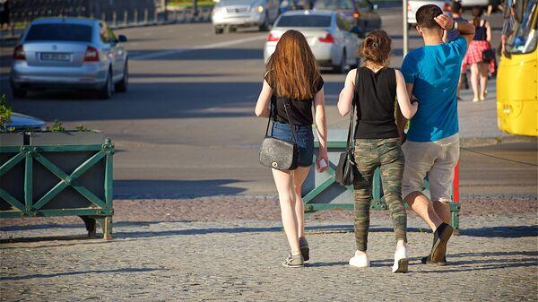 Туристы гуляют летом по центру Тбилиси - Sputnik Грузия