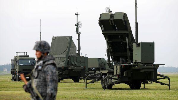 Солдат Японии принимает участие в тренировке для мобилизации своего ракетного подразделения Patriot Advanced Capability-3 (PAC-3) в ответ на недавний запуск ракеты Северной Кореей на авиабазе ВВС США - Sputnik Грузия