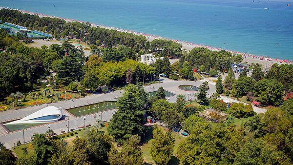Вид на парк и приморский бульвар в Батуми - Sputnik Грузия