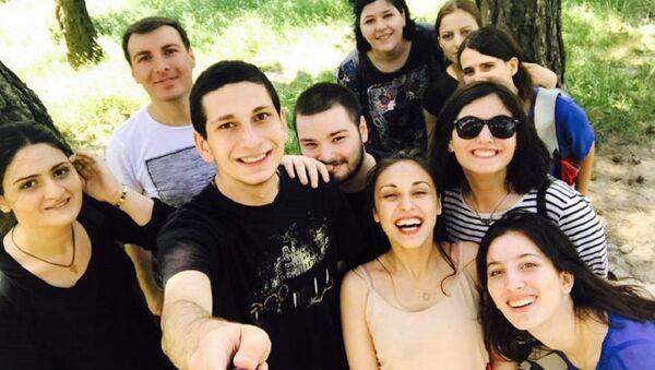 ლუკა ხატიაშვილის სელფი მეგობრებთან ერთად - Sputnik საქართველო