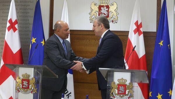 Президент ЕБРР Сума Чакрабарти и премьер Грузии Георгий Квирикашвили - Sputnik Грузия