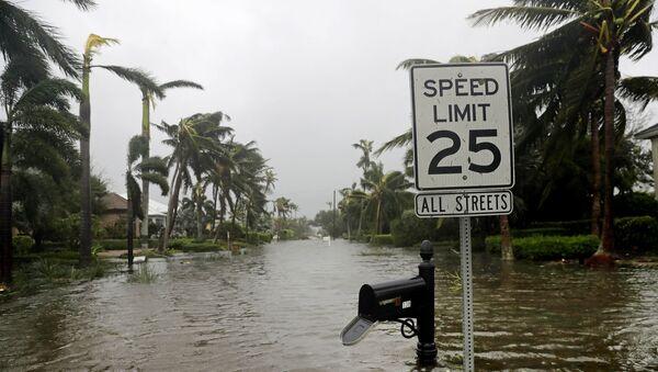 Затопленные улицы в городе Неаполь, штат Флорида, после того как через него прошел ураган Ирма - Sputnik Грузия