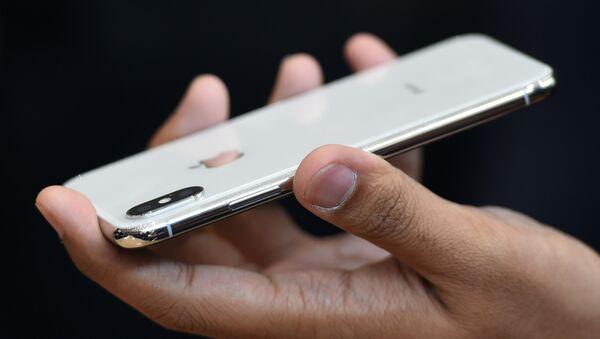 Новый iPhone X показан во время медиа-мероприятия в новом офисе Apple в Купертино, Калифорния - Sputnik Грузия