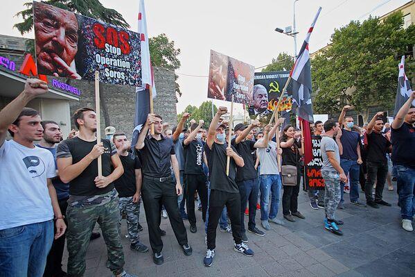 Однако позже обвинения протестующих опроверг сам Каладзе. Как заявил кандидат в мэры Тбилиси, это безосновательные утверждения. То, что земля не будет продаваться иностранцам, это заслуга нашей команды, и именно наша команда приняла данное решение, чтобы сделать соответствующую запись в Конституции страны, — заявил Каладзе журналистам - Sputnik Грузия