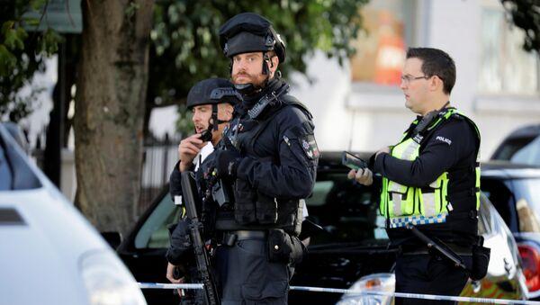 """შეიარაღებული პოლიციელები ლონდონში მეტროსადგურ """"პარსონ-გრინთან"""" აფეთქების შემდეგ - Sputnik საქართველო"""
