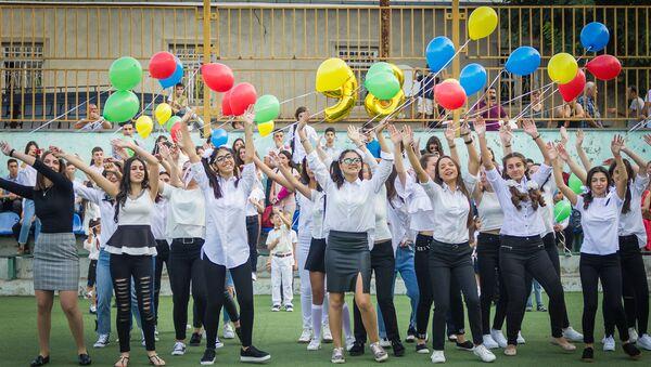 Начало учебного года в тбилисской 98-й общеобразовательной школе - Sputnik Грузия