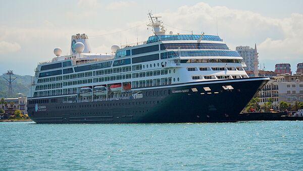 Круизный лайнер в морском порту Батуми - Sputnik Грузия