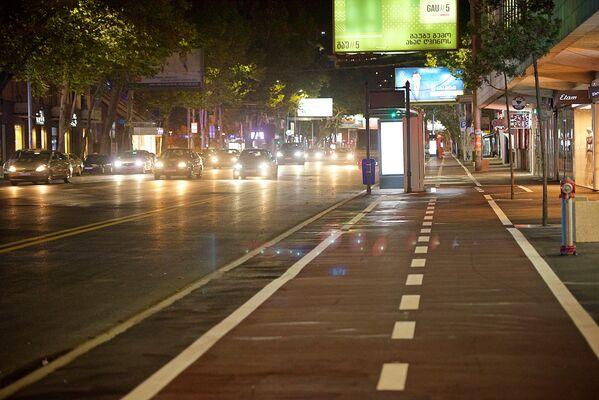 Улицу Пекина до этого не ремонтировали в течение 60 лет. Масштабные ремонтные работы тут начались 16 июня. На улице были полностью заменены подземные коммуникации и водопроводная сеть, проложено новое дорожное полотно - Sputnik Грузия