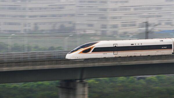 Самый быстрый поезд в мире Фусин отправляется в Пекин из Шанхая - Sputnik Грузия