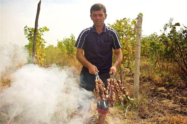 Праздник сбора урожая винограда имеет свои древние традиции, хотя, когда они зародились в Грузии — неизвестно - Sputnik Грузия