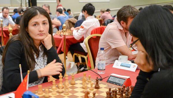 Грузинская шахматистка Нино Бациашвили и Хоу Ифань из Китая - Sputnik Грузия