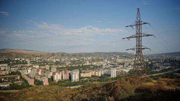 История развития электросети Тбилиси берет начало еще с 80-х годов ХIX века. С тех пор Грузия прошла огромный путь в развитии отрасли энергетики – строились новые тепловые и гидроэлектростанции, высоковольтные линии электропередачи и подстанции, развивалась электросеть городов, в том числе и Тбилиси - Sputnik Грузия