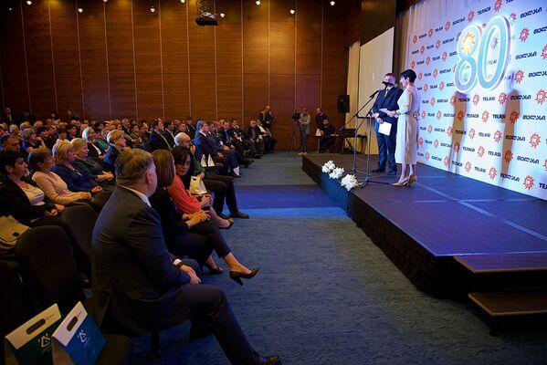 На сегодняшний день в Теласи работает около двух тысяч человек. Руководство компании и ведущие сотрудники были приглашены на торжественное мероприятие, которое прошло в одном из престижных отелей Тбилиси - Sputnik Грузия