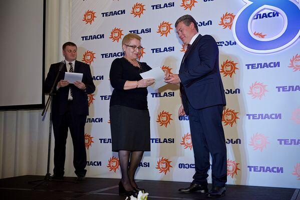 На праздновании юбилея компании за трудовые успехи были награждены лучшие работники Теласи, также памятные подарки получили старейшие сотрудники тбилисской электрораспределительной компании, которые уже вышли на пенсию - Sputnik Грузия