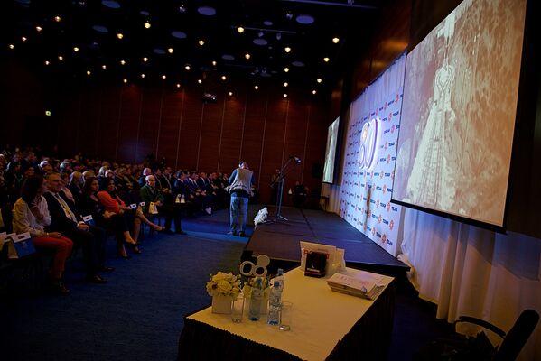 Участникам празднования 80-летнего юбилея тбилисской электрораспределительной компании Теласи был показан документальный фильм о работе предприятия - Sputnik Грузия