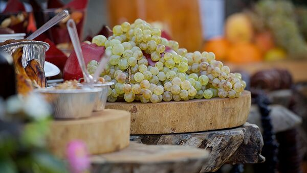 ყურძენი და ტკბილეული თბილისობაზე - Sputnik საქართველო