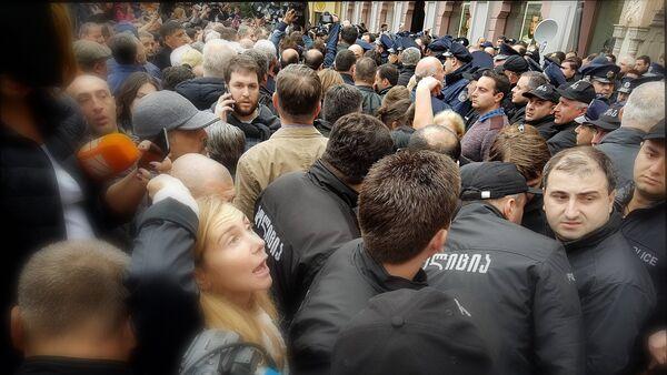 Акция протеста оппозиции у здания тбилисского сакребуло - Sputnik Грузия