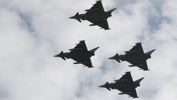 თვითმფრინავები Eurofighter ესპანეთის ეროვნული დღესასწაულისადმი მიძღვნილ აღლუმზე - Sputnik საქართველო