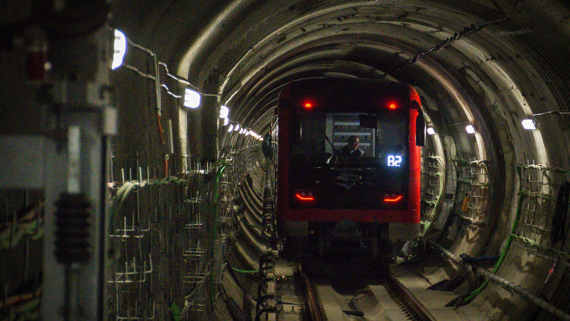 Вагон поезда метро Тбилиси в тоннеле - Sputnik Грузия, 1920, 12.09.2021