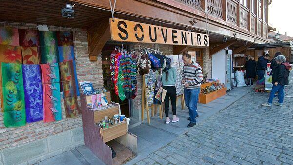 Сувенирный магазин на одной из центральных улиц города Мцхета - Sputnik Грузия