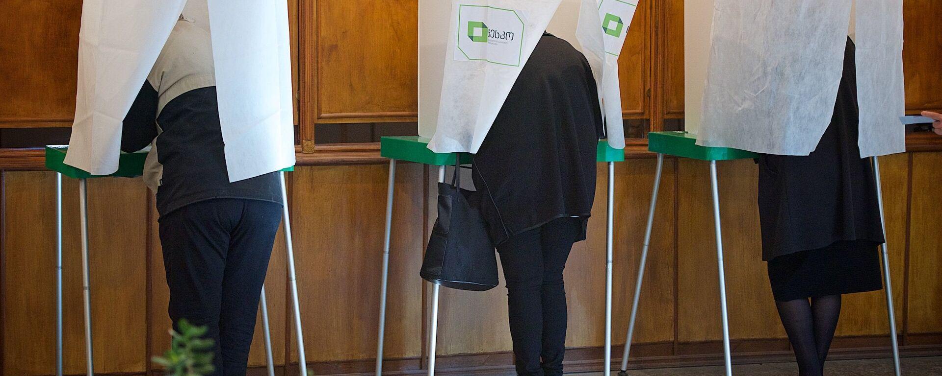 Жители столицы Грузии участвуют в выборах в местные органы власти - Sputnik Грузия, 1920, 23.09.2021