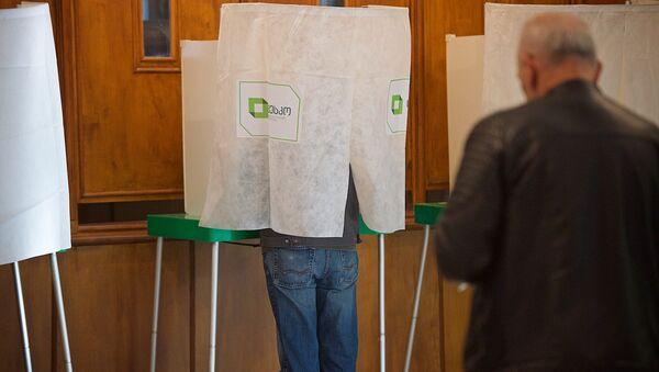 Жители столицы Грузии участвуют в выборах в местные органы власти - Sputnik Грузия