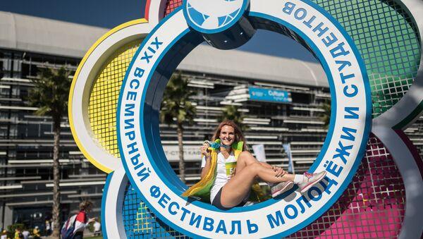 Участница XIX Всемирного фестиваля молодежи и студентов в Сочи - Sputnik Грузия
