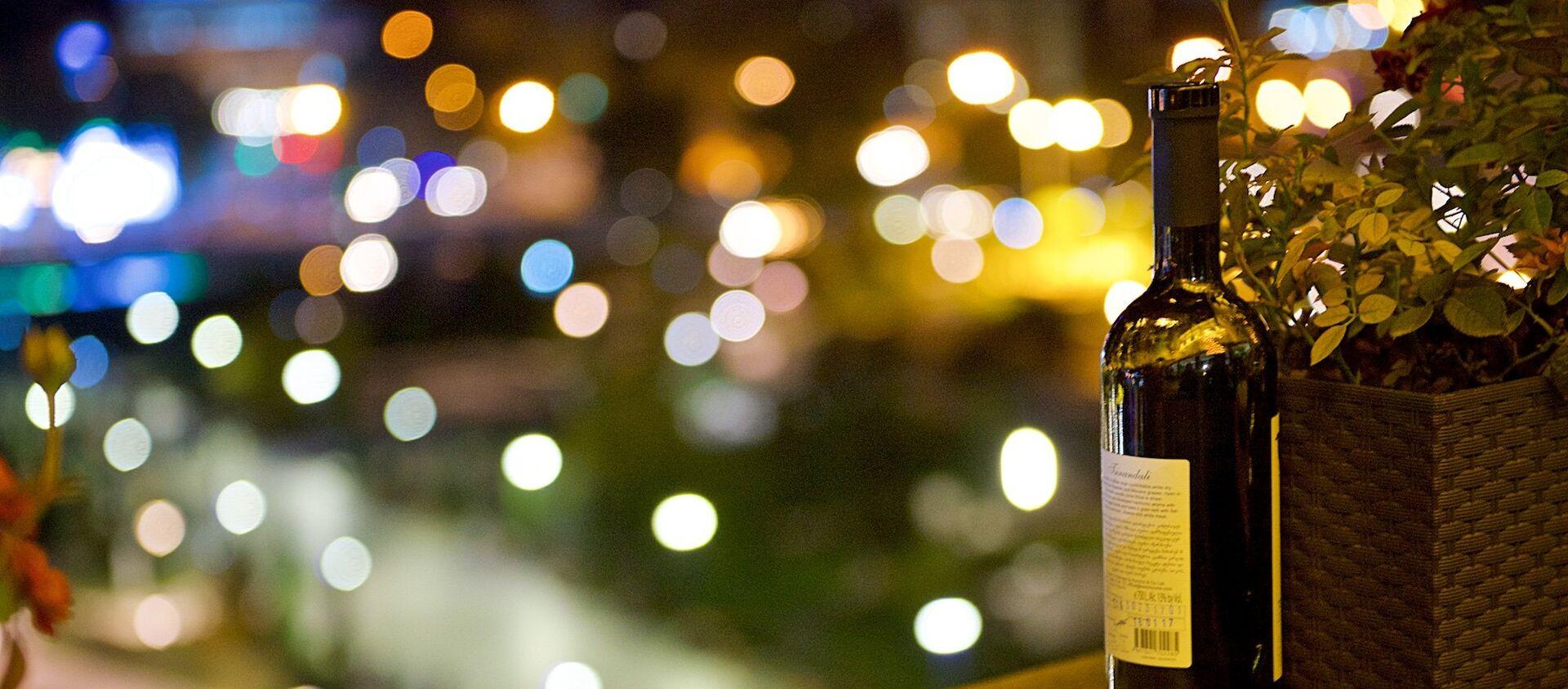 Бутылка с грузинским вином - Sputnik Грузия, 1920, 08.06.2021