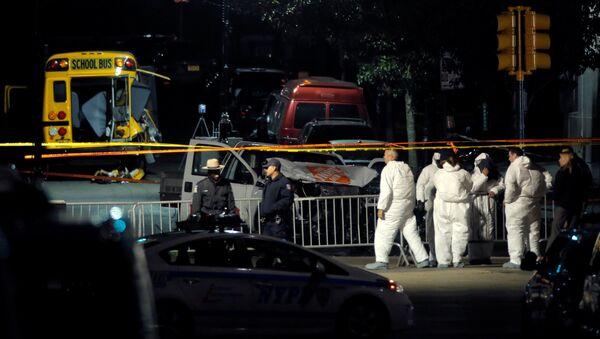 Полицейские и следователи на месте стрельбы в Нью-Йорке - Sputnik Грузия