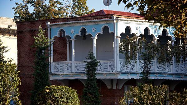 ЗАГС в старом доме с резными балкончиками в историческом центре Тбилиси - Sputnik Грузия