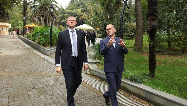Глава правительства Аджарской АР Зураб Патарадзе на Зеленом мысе - Sputnik Грузия