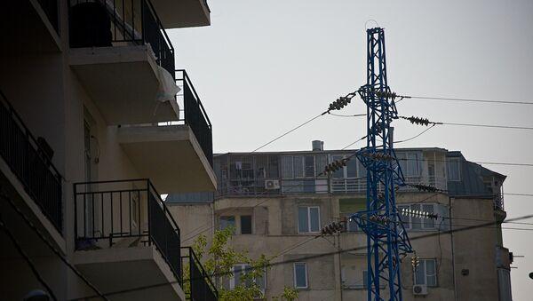 Высоковольные линии электропередач в жилом квартале - Sputnik Грузия