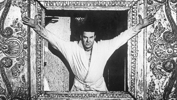 Артист Виталий Шаповалов в роли Понтия Пилата в спектакле Мастер и Маргарита - Sputnik Грузия