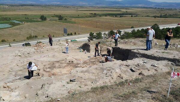 Археологические работы на территории поселения Гудабертка (регион Шида Картли) - Sputnik Грузия