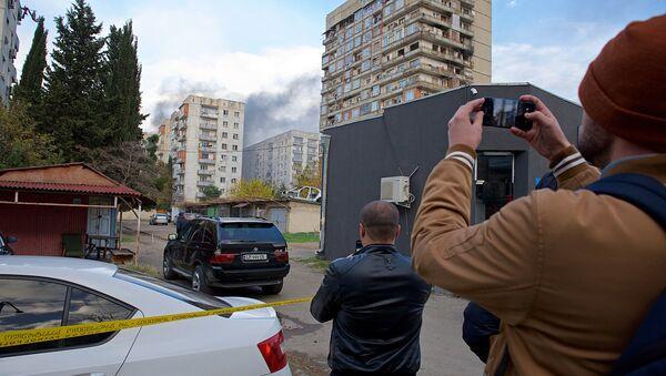 Очевидцы снимают на видео спецоперацию в столице Грузии - Sputnik Грузия
