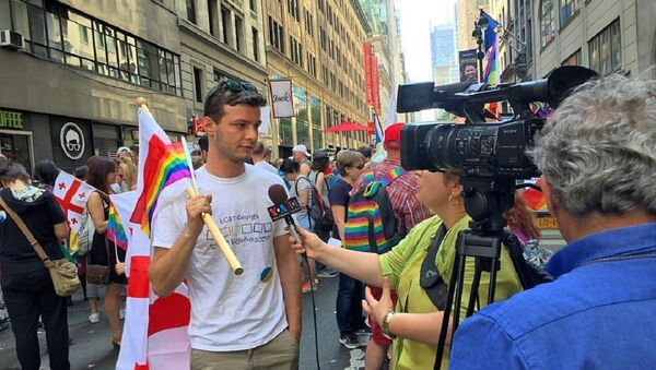 Давид Михаил Шубладзе на гей-параде в Нью-Йорке - Sputnik Грузия