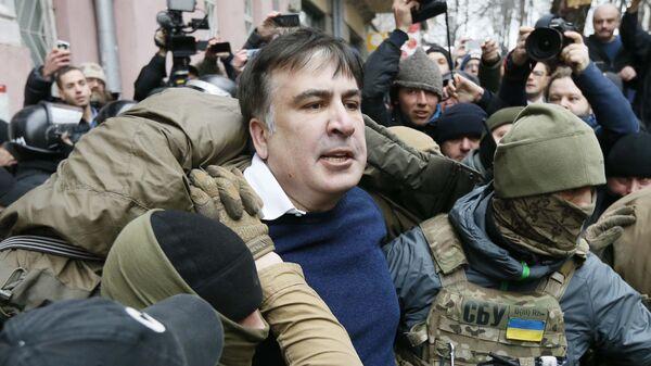 Сотрудники спецназа полиции задерживают Михаила Саакашвили в Киеве - Sputnik საქართველო