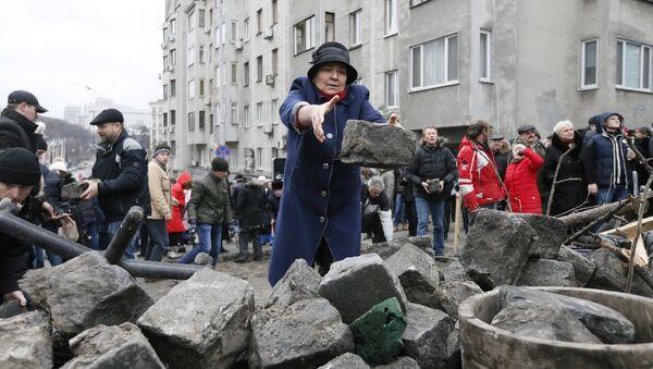 Сторонники Саакашвили строят баррикады в Киеве - Sputnik Грузия
