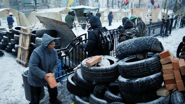 Представители оппозиции в палаточном городке у Рады в Киеве участвуют в антиправительственной акции - Sputnik Грузия
