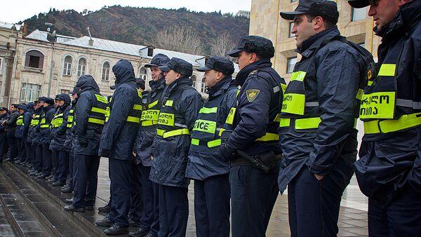 Сотрудники патрульной полиции - Sputnik Грузия