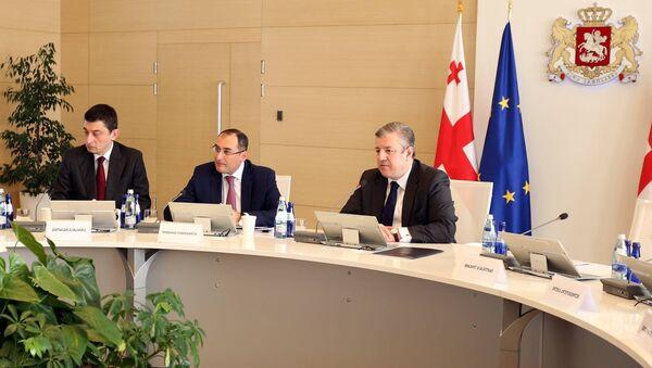 Глава МВД Грузии Георгий Гахария, министр экономики Дмитрий Кумсишвили и премьер Георгий Квирикашвили - Sputnik Грузия