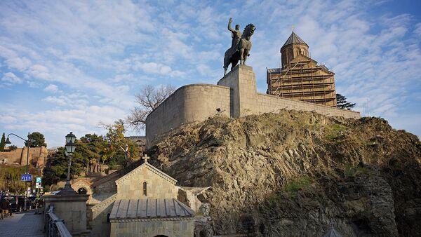 Исторический центр Тбилиси - памятник Вахтангу Горгасали и Метехская церковь - Sputnik Грузия