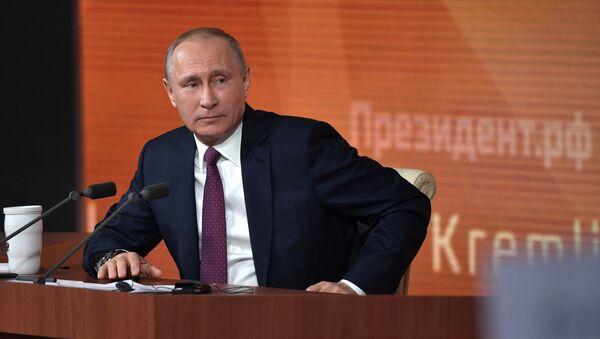 Президент РФ Владимир Путин во время большой ежегодной пресс-конференции - Sputnik Грузия