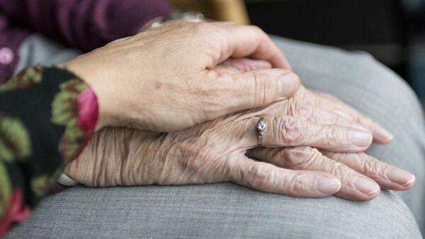 Руки пожилой женщины - Sputnik საქართველო