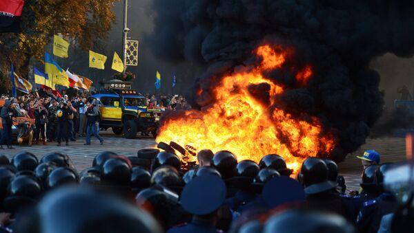 Пикет в поддержку закона о люстрации власти в Киеве - Sputnik Грузия